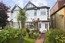 4 bed house in Taylor Avenue, Kew, TW9