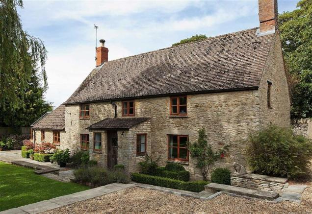 2 bedroom cottage for sale in great rollright chipping for Perfect kitchens chipping norton