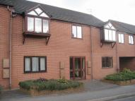 Flat to rent in Raglan Court...