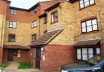Ground Flat to rent in Grays, Essex