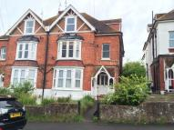2 bed Ground Flat in Manor Road...