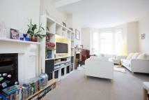 3 bed Terraced property in Eccles Road, SW11