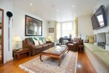 2 bedroom Flat in Leathwaite Road, SW11