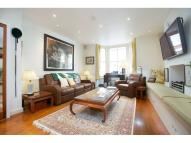 Flat in Leathwaite Road, SW11