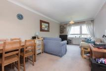 Flat to rent in Bartholomew Close, SW18