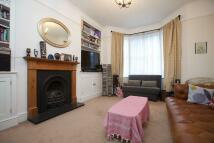 Flat to rent in Buckmaster Road, SW11