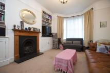 Flat to rent in Buckmaster Road, SW11
