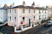 4 bedroom semi detached house to rent in Calverley Street...