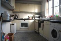Apartment to rent in Queens Drive, London, N4