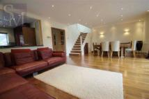 4 bed Detached house in Brook Rise, Chigwell...