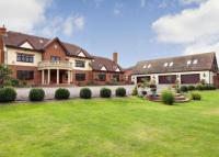 7 bedroom Detached house to rent in High Road, Chigwell, IG7