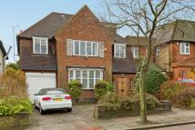 5 bed Detached house in Allandale Avenue...
