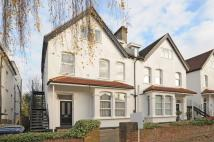 Flat for sale in Sunningfields Road...