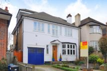 5 bed Detached house in Totterdidge, London, N20
