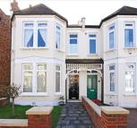 3 bed semi detached house to rent in Grosvenor Road, London N3