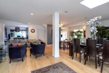 Detached property in Deansway, London, N2