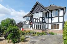 5 bed Detached property to rent in FINCHLEY, LONDON