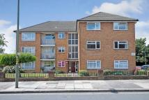 Apartment to rent in South Mount, London, N20