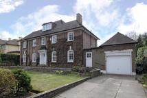 6 bedroom Detached home in Moor Park, HA6