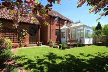 3 bed semi detached house in Barton Drive, Hamble...