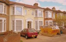Ground Flat to rent in Norfolk Road, Ilford, IG3