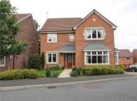 Detached house in Hamilton Close...