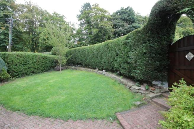 Front Garden Pic 2