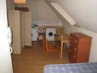 Studio apartment in Hornsey Park Road...