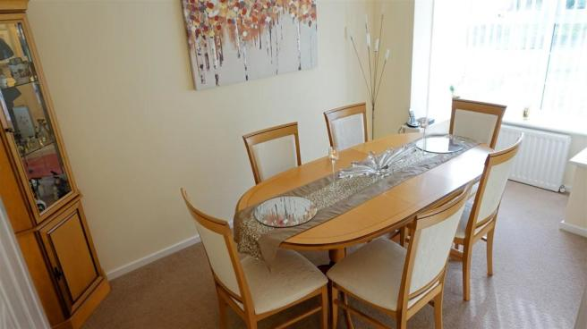 BAY FRONTED DINING R