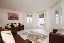 3 bed Flat to rent in Christchurch Avenue...