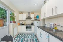 Flat to rent in Chapter Road, London, NW2