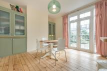 3 bed property in Ellesmere Road, London...