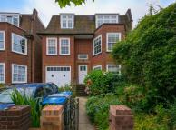 3 bedroom Flat in Dartmouth Road, London...
