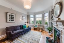 2 bed Maisonette in Temple Road, London, NW2