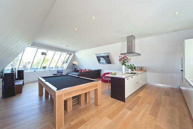 kitchen/reception (Main)