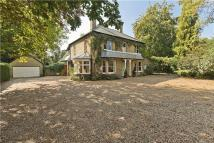 5 bed Detached home in Woodlands Road...