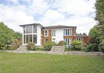 6 bed Detached house in Fort Road, Guildford...