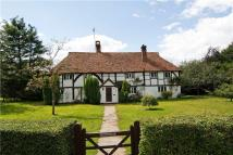 4 bedroom Detached house in Knowle Lane, Cranleigh...