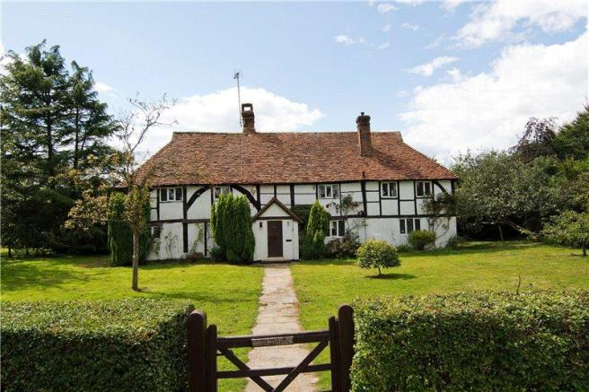 4 Bedroom Detached House For Sale In Knowle Lane Cranleigh