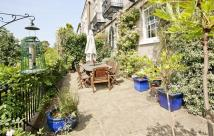 5 bed semi detached property in Park Terrace, The Park...
