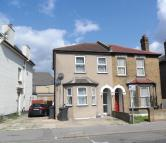 1 bedroom Flat in Waddon Road, Croydon...