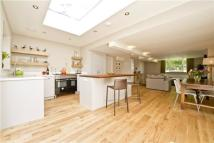 4 bed home in Canonbury Park North...