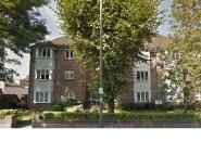 2 bedroom Flat in Odette Court, High Road...