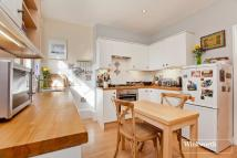 2 bed Flat in Westbury Avenue, London...