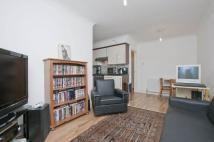 Flat to rent in Avenue Road...
