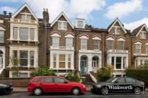 1 bedroom Flat in Endymion Road...