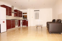 Ground Flat to rent in Shelley Avenue, London...