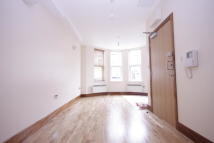 Studio apartment to rent in Chatsworth Road, London...