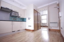 Studio flat in Chatsworth Road, London...
