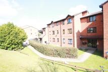Flat to rent in Samuel Close, London...